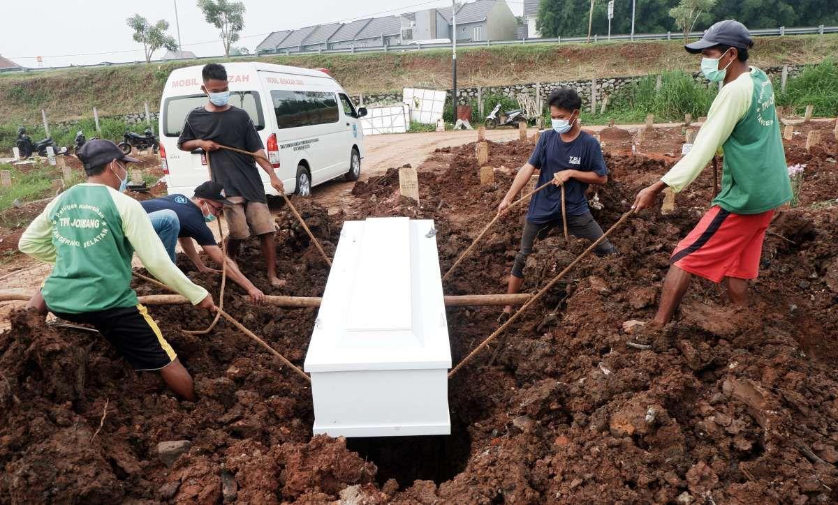 TPU Jombang Tangsel siapkan lahan tambahan makam Covid-19