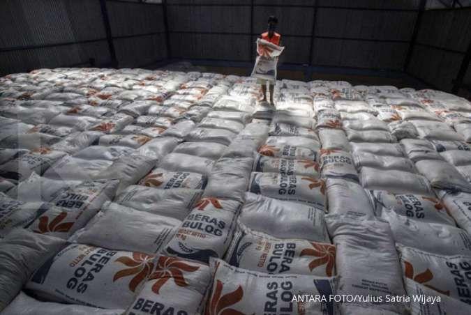 Bulog harus bersaing dengan kementerian lain untuk mendapatkan beras