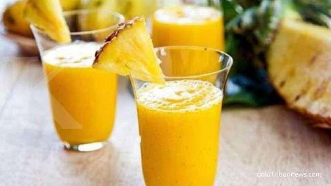 Buah nanas berguna sebagai obat batuk alami.
