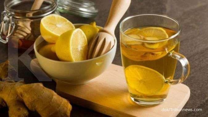 Minum air lemon dengan jahe bisa membantu menurunkan berat badan lo