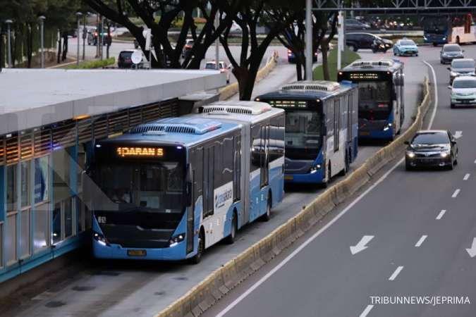 Rute Transjakarta hari ini dialihkan karena ada aksi unjuk rasa tolak UU Cipta Kerja