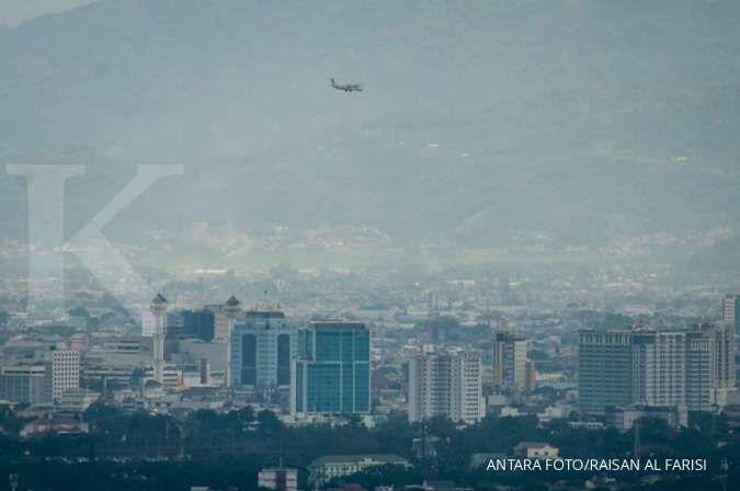 Cuaca besok di Jawa dan Bali: Bandung hujan ringan, Surabaya cerah