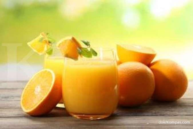 Memenuhi kebutuhan vitamin C bisa jadi salah satu cara mengatasi gusi berdarah.