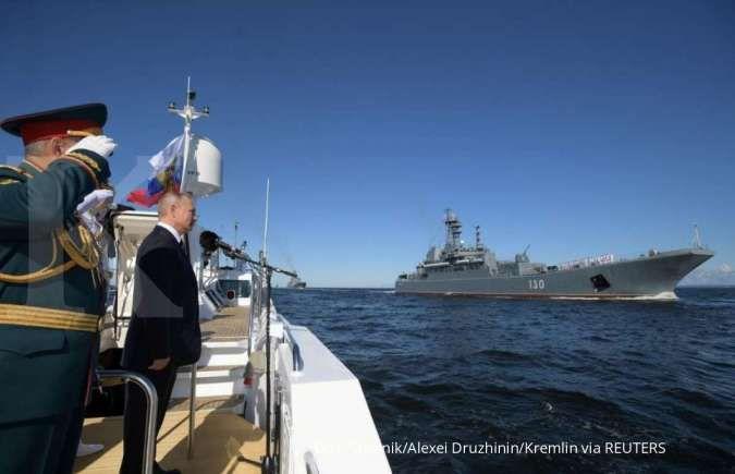 Hubungan dengan AS panas, Kremlin sebut Putin selalu bawa tas nuklir ke mana pun