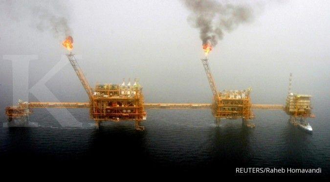 Harga minyak melejit hampir 2% setelah ledakan tanker Iran