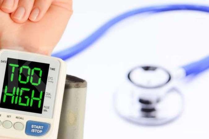 Tekanan darah tinggi bisa jadi salah satu penyebab pembengkakan jantung.