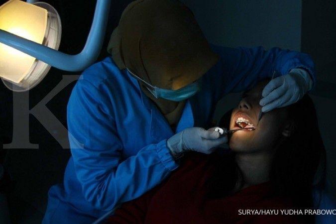 Selain ke dokter gigi, Anda juga bisa melakukan cara menghilangkan karang gigi secara alami. SURYA/HAYU YUDHA PRABOWO