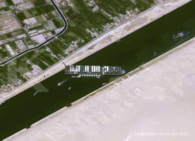 Ada kapal terjebak di Terusan Suez, ekspor kayu dan nikel Indonesia terhambat