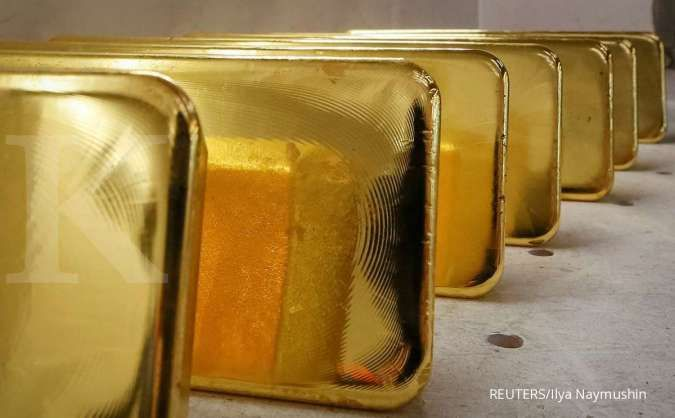 Gold slips on dollar strength as Fed taper looms