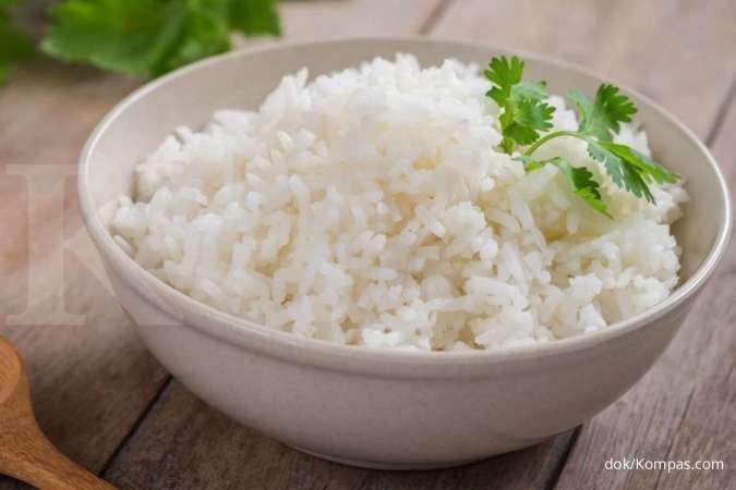 Makan nasi termasuk salah satu cara menambah berat badan.