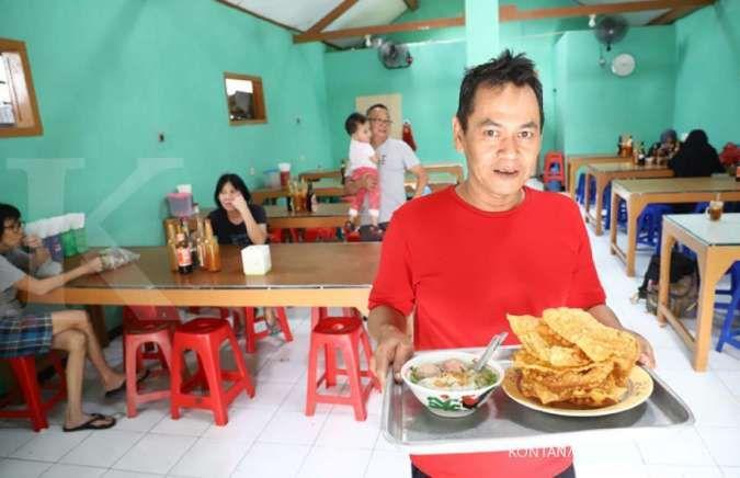 Mencicipi lezatnya bakso Mang Bandi
