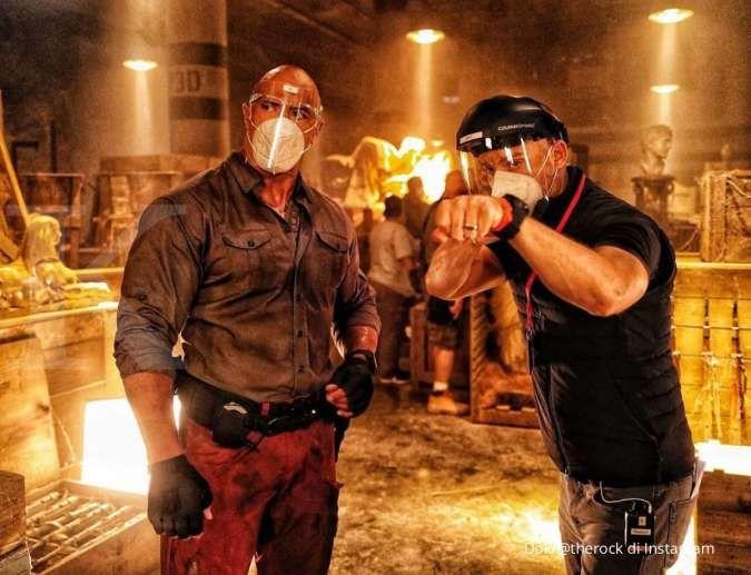 Dwayne Johnson di film Netflix Red Notice, foto suasana syuting di tengah pandemi
