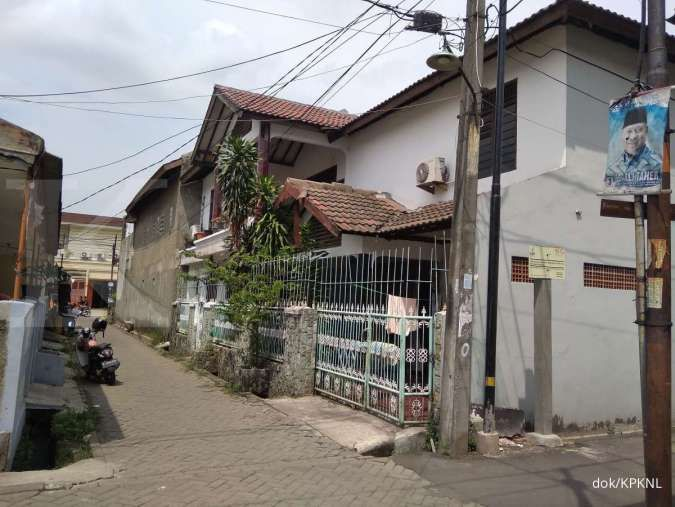 Lelang rumah dua lantai di Kota Tangerang, murah, kesempatan terbuka lebar