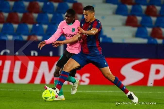 Osumane Dembele saat membela Barcelona, kini diincar PSG