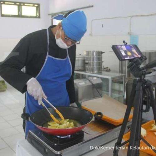 Bantu NTT Pasca Bencana, KKP Latih Masyarakat Diversifikasi Olahan Ikan