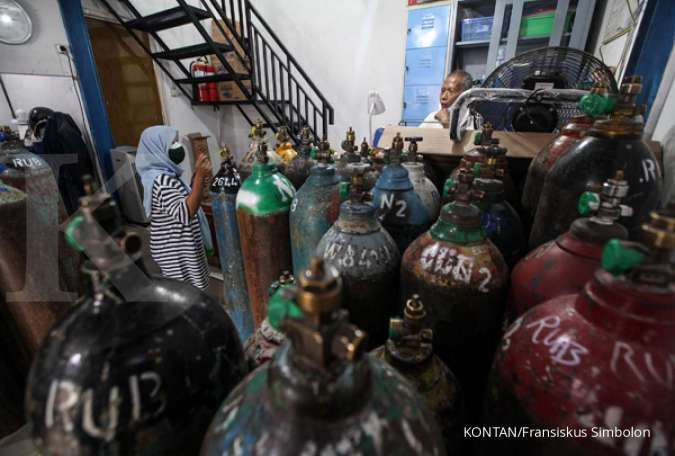 Indonesia ramps up oxygen output after dozens die amid scarcity