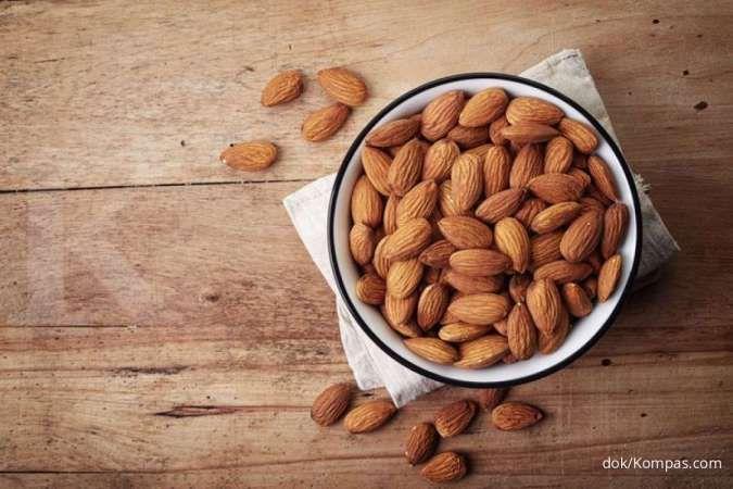 Salah satu manfaat kacang almond adalah dipakai sebagai obat herbal asam lambung.
