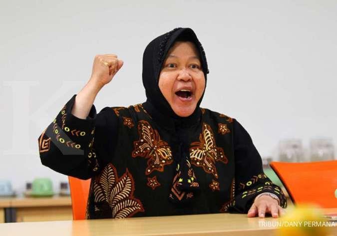 Wali Kota Surabaya Tri Rismaharini menitikan air mata saat ulang tahun ke-59