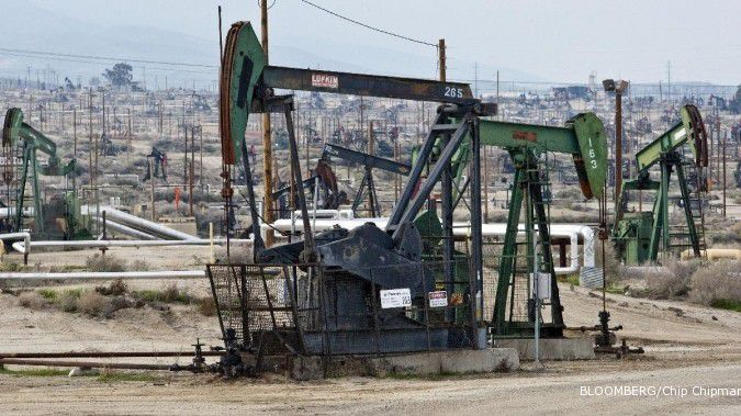 Pasokan AS naik, minyak kembali tertekan