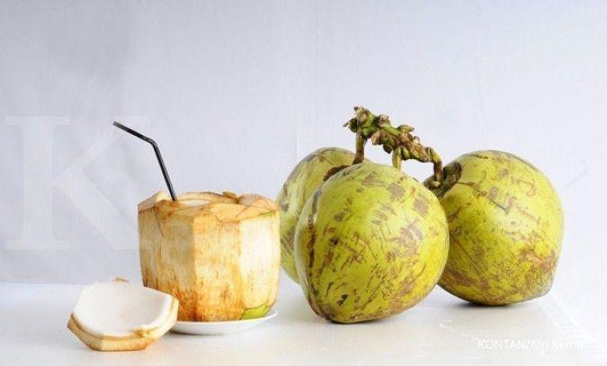 6 Manfaat air kelapa untuk kesehatan bila diminum secara rutin