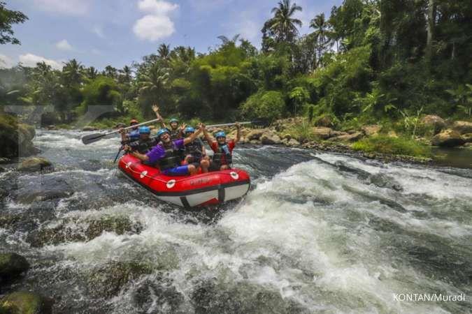 Mengarungi Jeram Sungai Elo yang Menggelitik Adrenalin