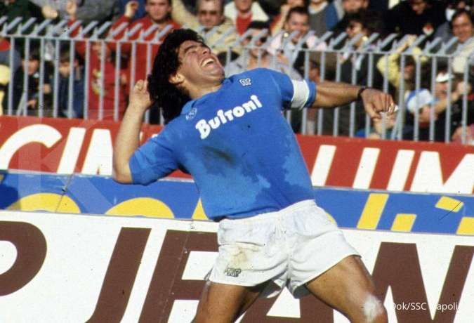 Maradona saat membela Napoli
