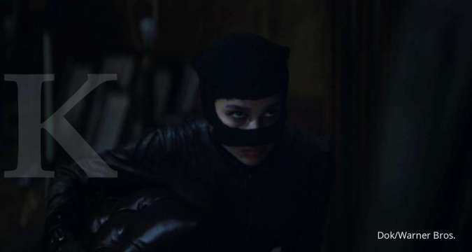 Anne Hathaway dukung penampilan Zoe Kravitz sebagai Catwoman di film The Batman (2022).