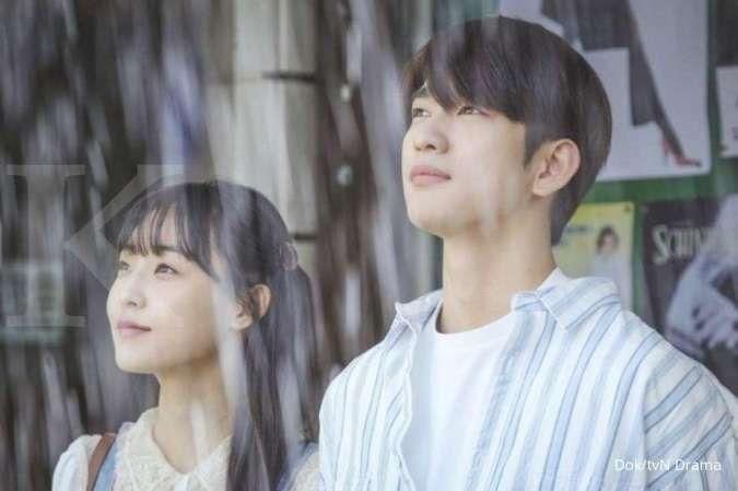 Jinyoung GOT7 dalam drama Korea When My Love Blooms.