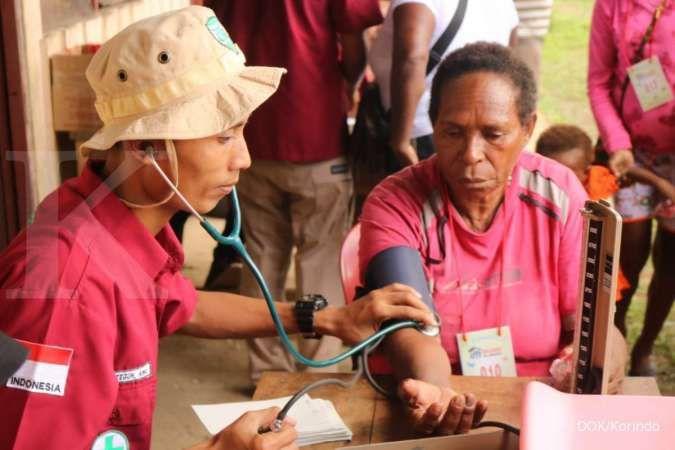 Tim Medis Korindo Group sedang memberikan pelayanan kesehatan masyarakat Papua