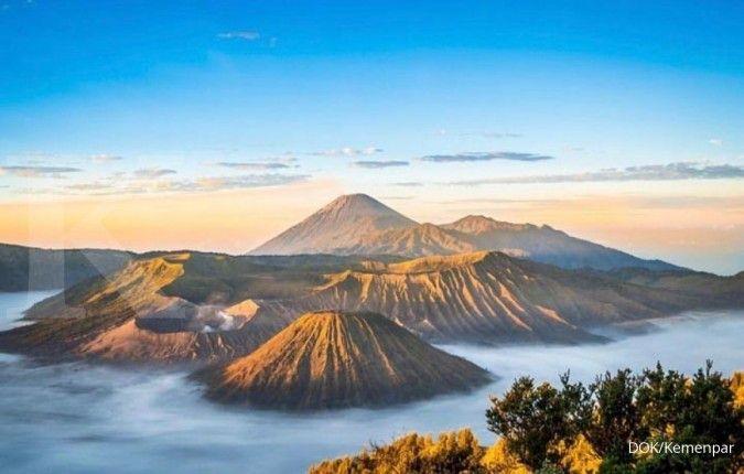 Gunung Bromo erupsi, warga dan wisatawan diminta tidak panik