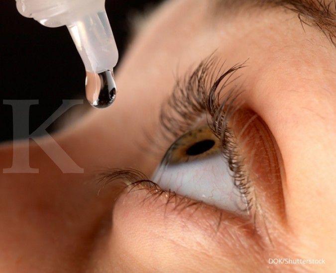 Agar mata terlihat segar dan jernih lakukan empat hal ini