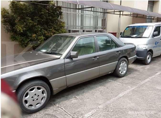Lelang mobil sitaan pajak di Jakarta, sedan Mercy 1990 hanya Rp 20 juta