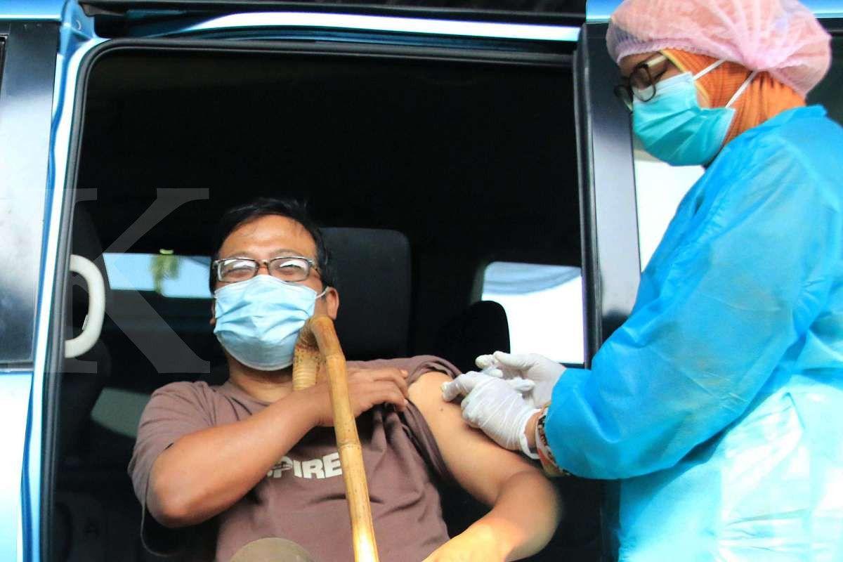 Vaksinasi drive thru