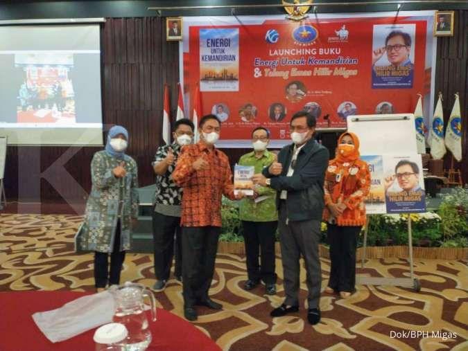 Kepala BPH Migas luncurkan dua buku, Akbar Tanjung singgung produksi minyak turun