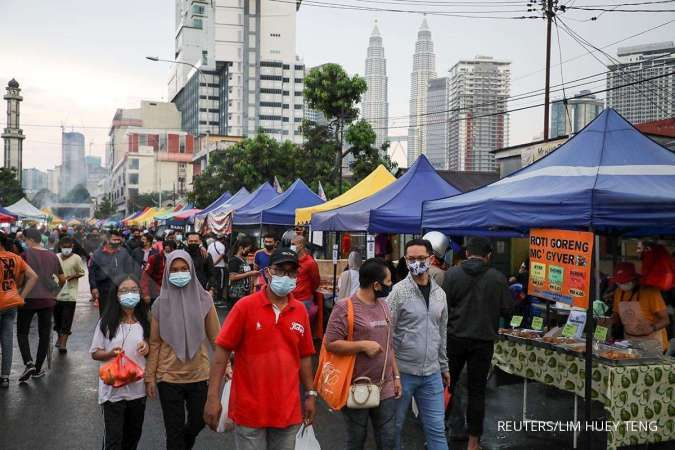 Malaysia imposes restrictions in capital as virus cases rise