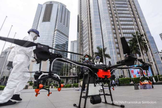 Gunakan drone, Pemprov DKI semprot disinfektan ke sejumlah jalan pada hari ini