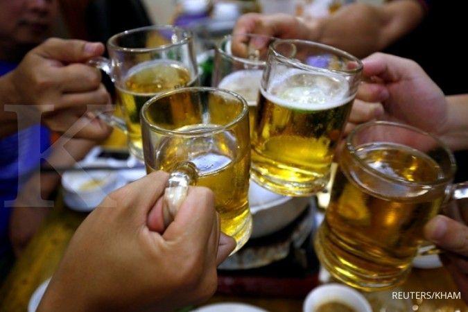 Mengonsumsi minuman beralkohol bisa jadi penyebab tekanan darah rendah.