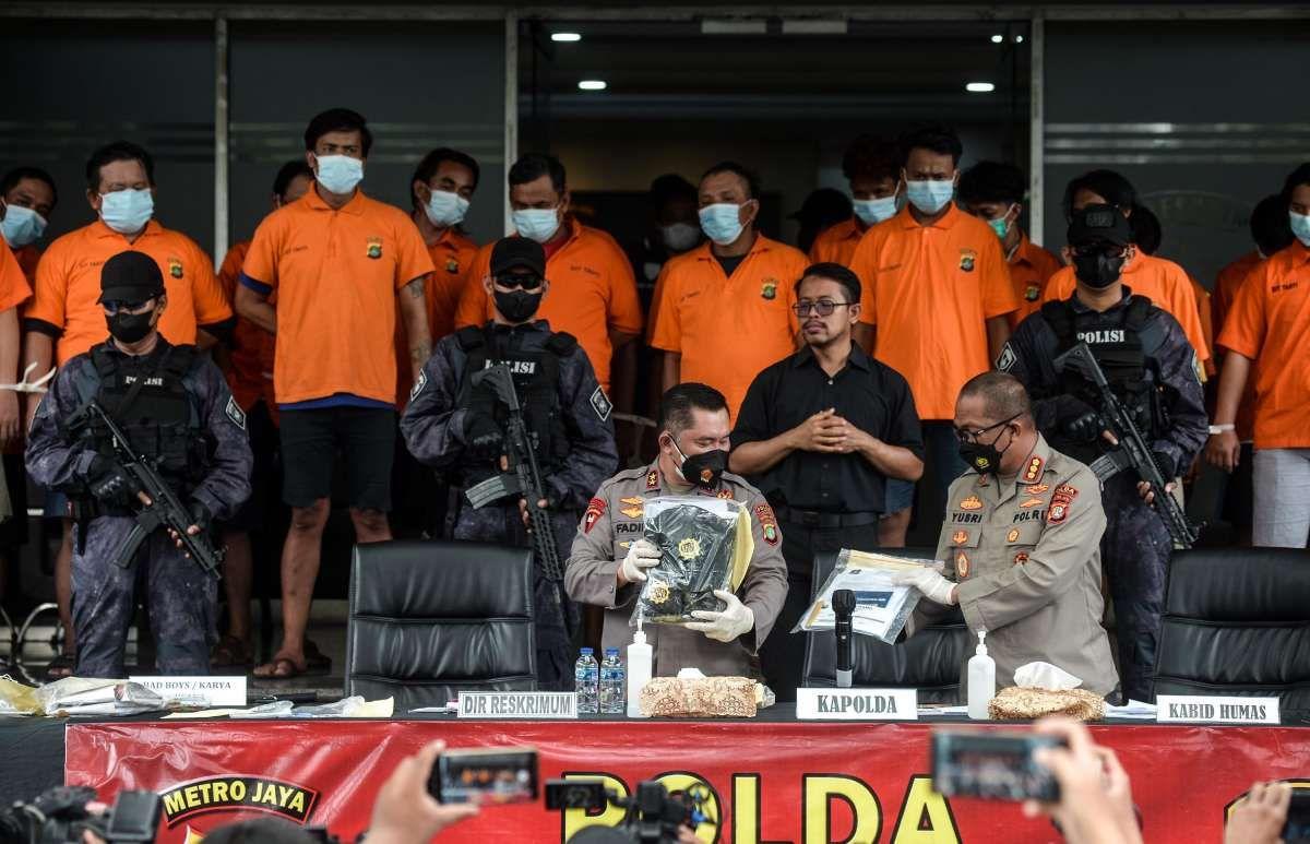 Barang bukti kejahatan pungli sopir truk kontainer Jakarta