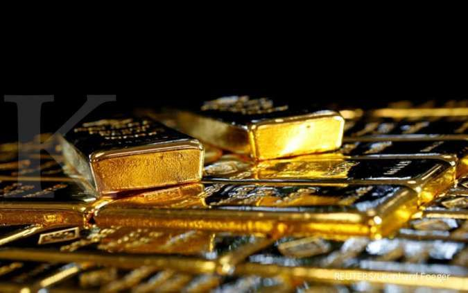 Gold dips as dollar, bond yields rise; U.S. inflation data in focus