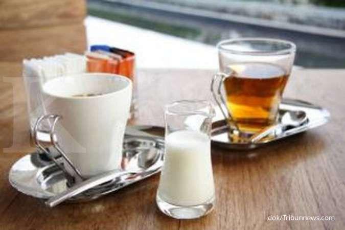 Penelitian: Minum teh hitam dengan susu tidak memberikan manfaat untuk kesehatan