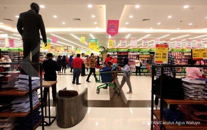Konsumen berbelanja di Lulu Hypermarket & Department Store. KONTAN/Carolus Agus Waluyo/06/09/2017.