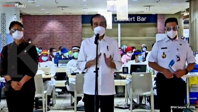 Anies dampingi Jokowi tinjau vaksinasi Covid-19 di Pasar Tanah Abang