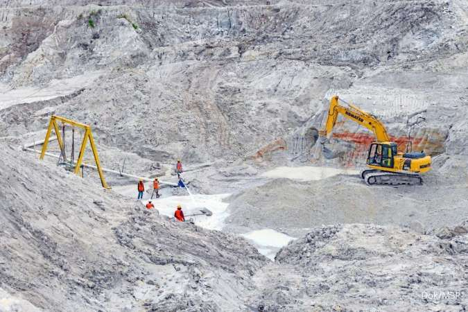Indonesian tin miners target the ocean as reserves dwindle on land