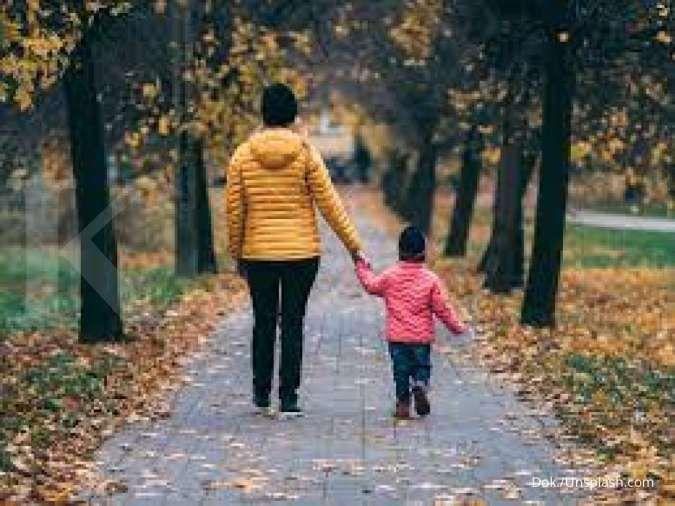 authoritarian parenting adalah