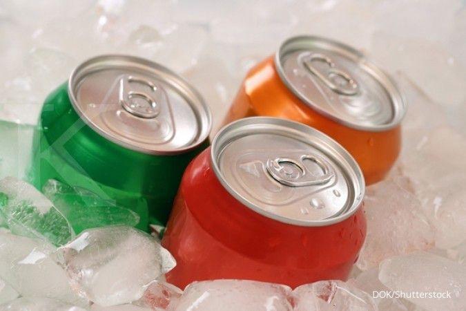 Menghindari minuman dengan pemanis buatan bisa jadi salah satu cara mengecilkan perut.