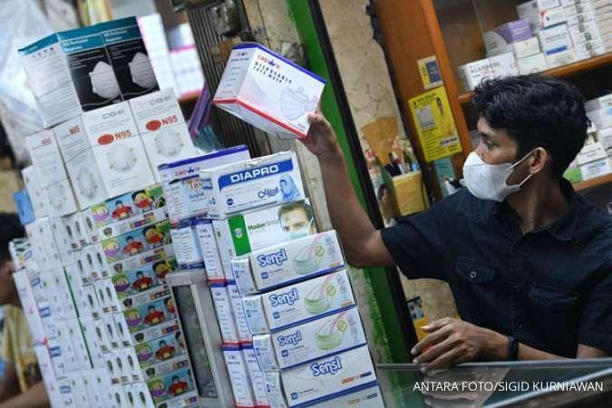 Masyarakat ramai-ramai berburu masker di pasar Pramuka Jakarta