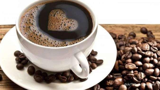 Mengonsumsi kafein termasuk salah satu cara mengetasi migrain.
