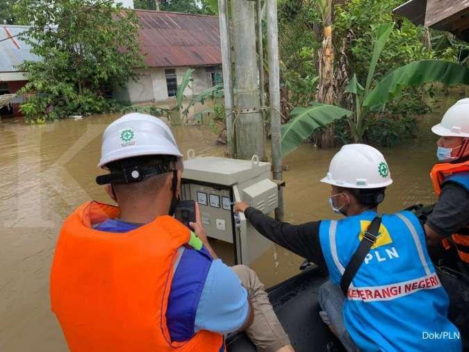 PLN kembali menyalakan 801 gardu distribusi listrik yang terdampak banjir di Manado