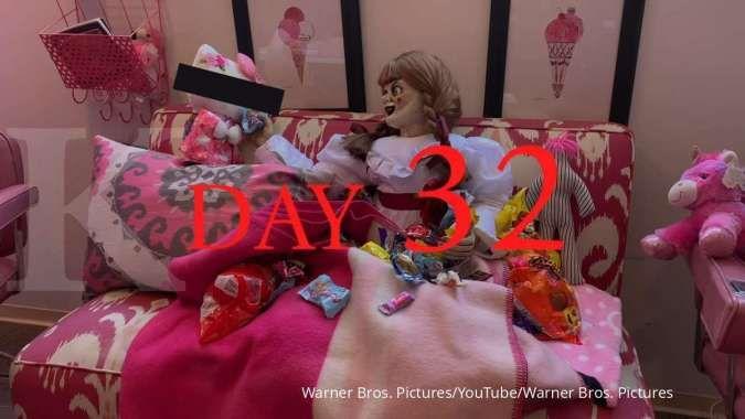 Menengok kegiatan boneka Annabelle saat di rumah saja selama pandemi