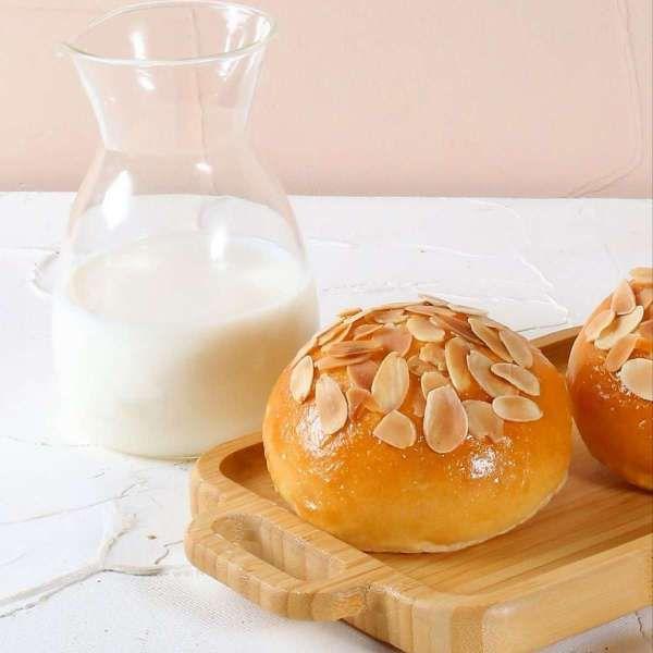 Promo BreadTalk 10 Mei 2021 cocok buat takjil, almond kaya Rp 8.500 saja!